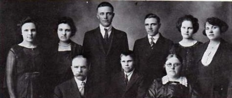 Herman Lentz and Pauline Fromke pose for a photo with their children.