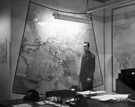 white_house_map_room_circa_1943